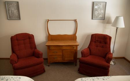 Recliner chairs and dresser
